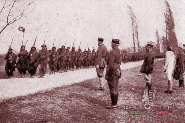 12e REI - 12 REI - Legion Etrangere - Camp de la Valbonne - 1940 - Defilé