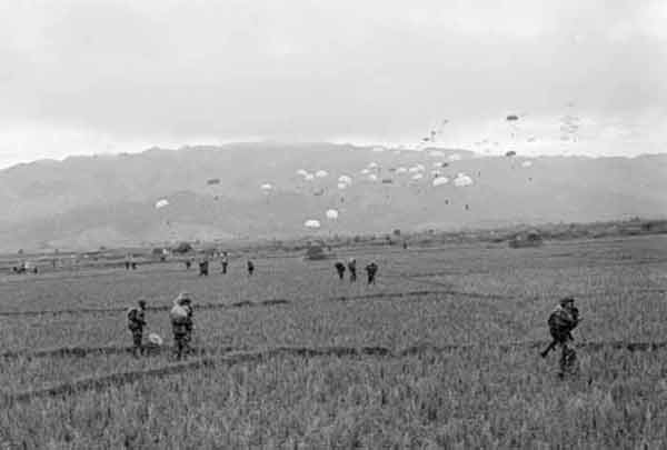 Parachuting over Dien Bien Phu - 1er BEP