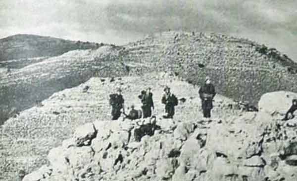 Legionnaires of the 1er REP marching in the Nementcha mountains in February 1956