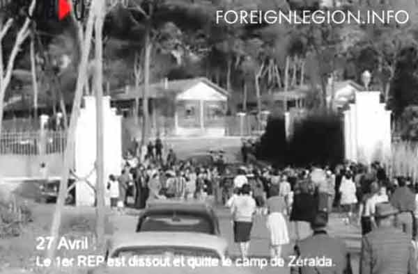 People saying goodbye to the 1er REP in Zeralda on April 27, 1961