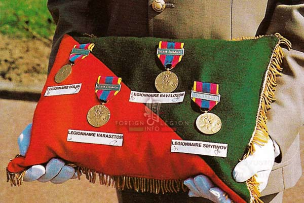 4e RE: 5 killed legionnaires in August 2000 - medals