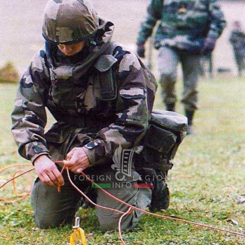 2e REG - 2 REG - Foreign Legion Etrangere - History - 1998 - Vehicle - Engineer Company - Compagnie de Genie - Raissac - Legionnaire