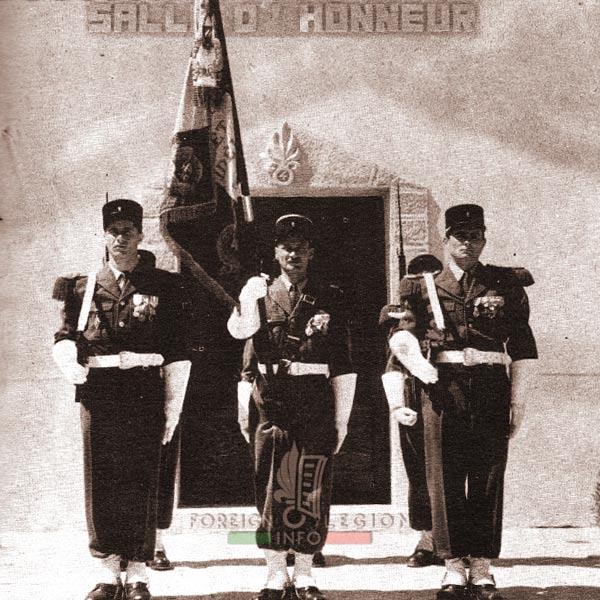 4e REI - 4 REI - 4th REI - 4th Foreign Infantry Regiment - Foreign Legion - Morocco - Color guard - Flag - Fes - 1955