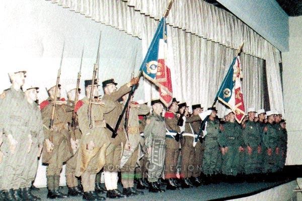 6e REI - 6e REG - Legion Etrangere - 1989 - 6e Régiment Etranger - Laudun - Drapeaux