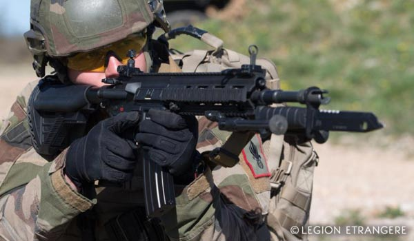 A legionnaire of the 13e DBLE using the HK 416 F