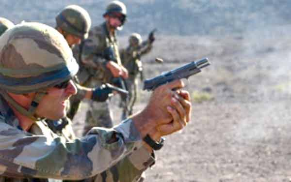 Legionnaires of the 2e REG using a MAC 50 pistol